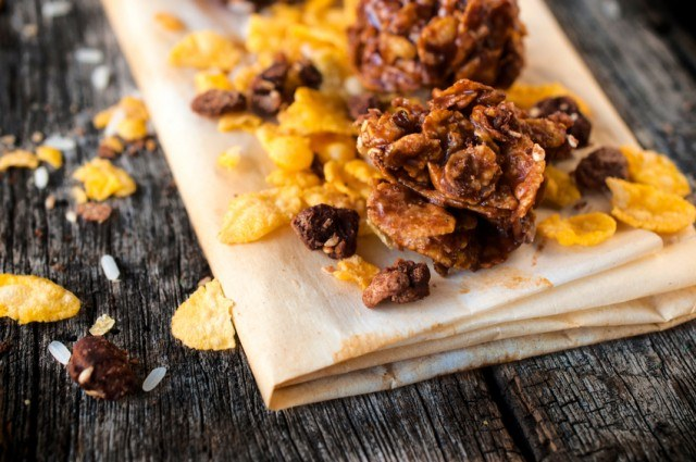 caramel and corn flakes on a wooden table