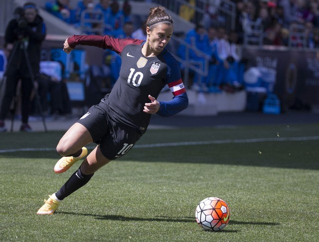 Carli Lloyd prepares to kick the ball in a game versus Columbia