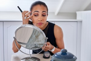 Skin Breakouts? 5 Types of Makeup That Can Give You Pimples