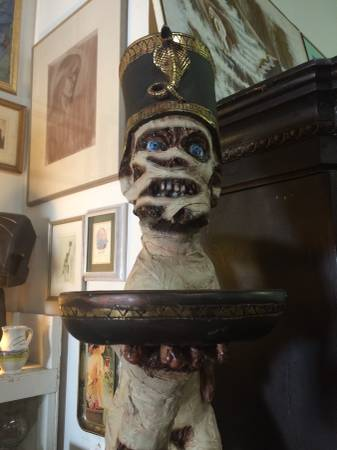 A creepy mummy statue