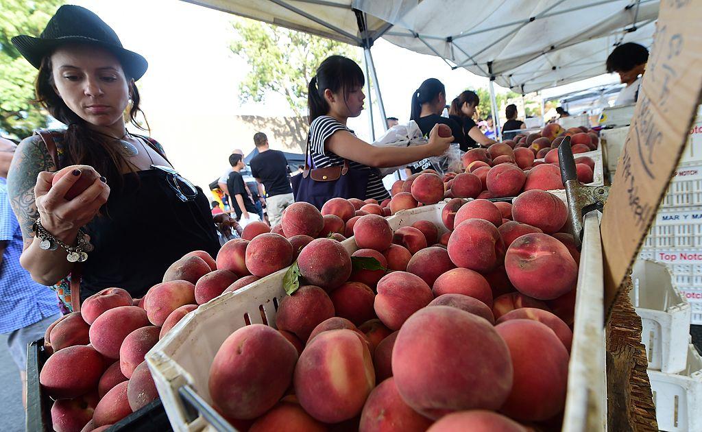 shopping for peaches
