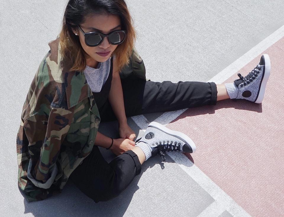 woman wearing Converse shoes