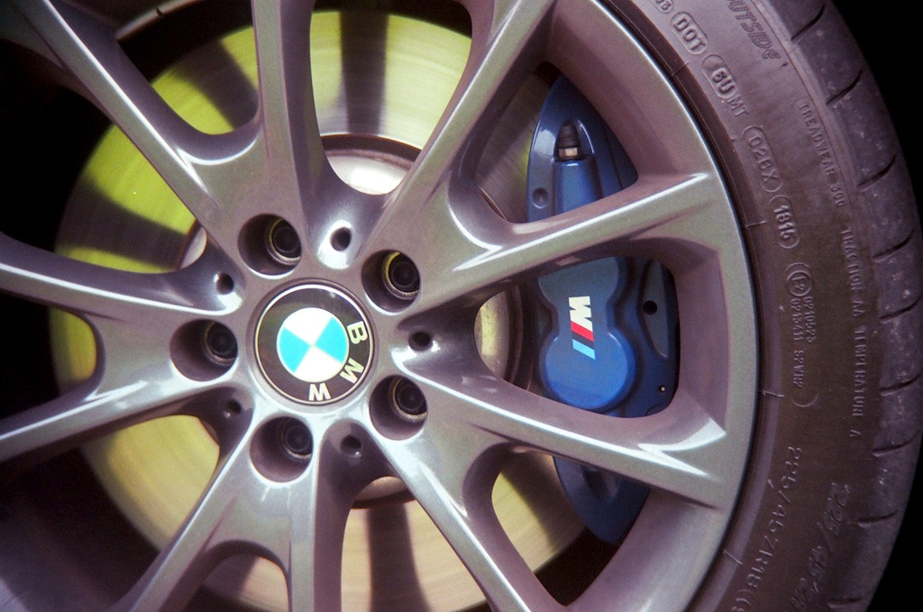 2016 BMW 340i wheel with brake fade compensation system