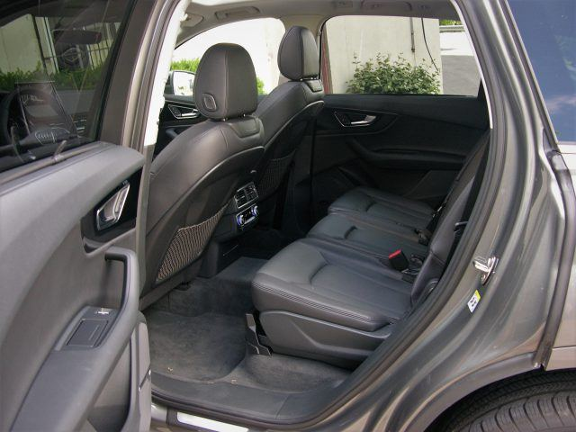 Q7 backseat