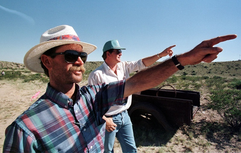 Amateur ufologists point out a UFO's flight path