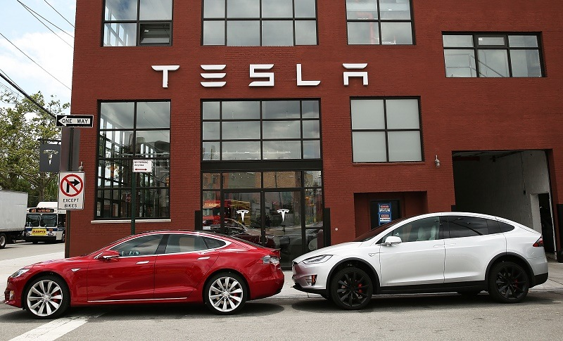 NEW YORK, NY - JULY 05: Tesla vehicles sit parked outside of a new Tesla showroom and service center in Red Hook, Brooklyn on July 5, 2016 in New York City.