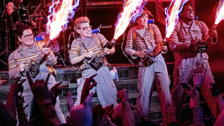 Cast of Ghostbusters (2016) shooting their guns