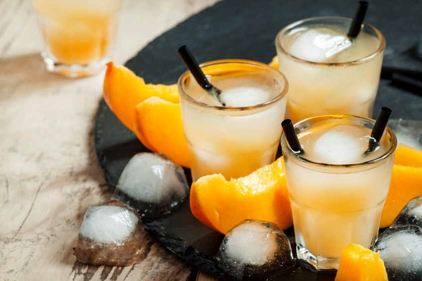 Mango cocktail with ice