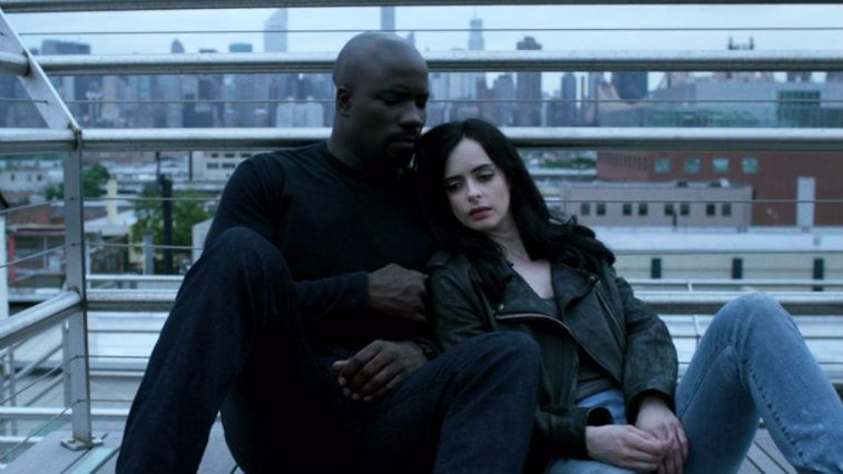 Mike Colter and Krysten Ritter in Jessica Jones