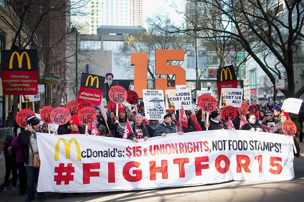 worker rally for higher minimum wage