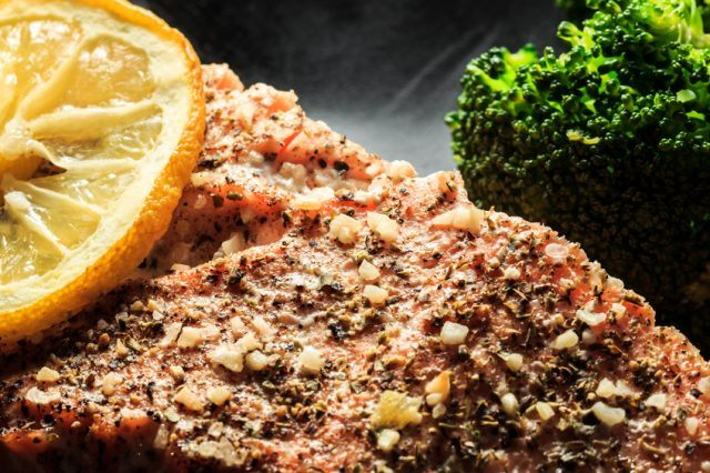crusted salmon with broccoli and lemon