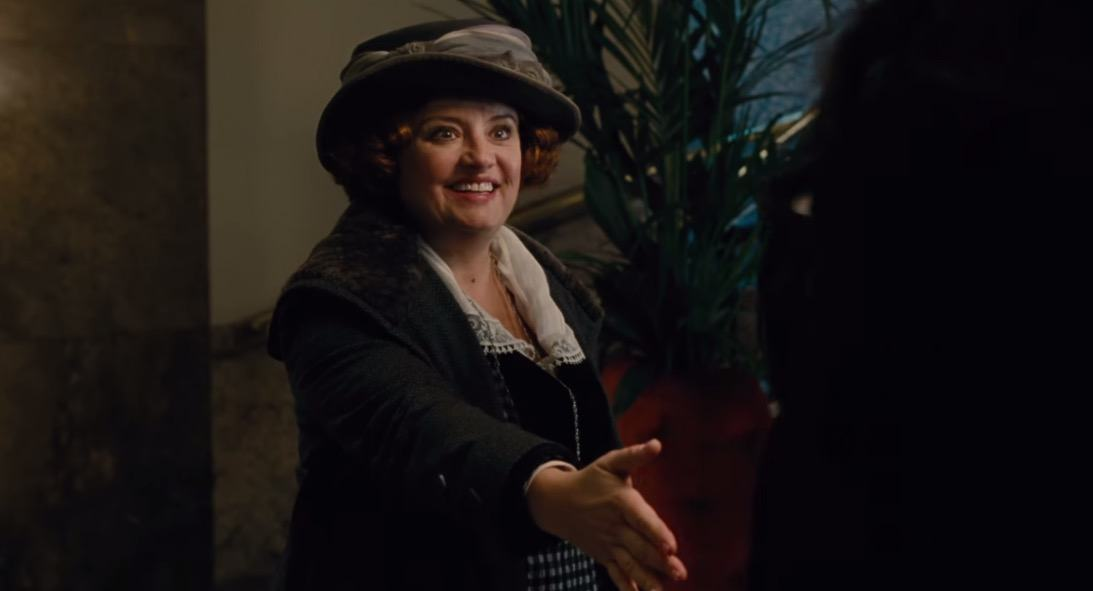 Etta Candy meets Wonder Woman for the first time