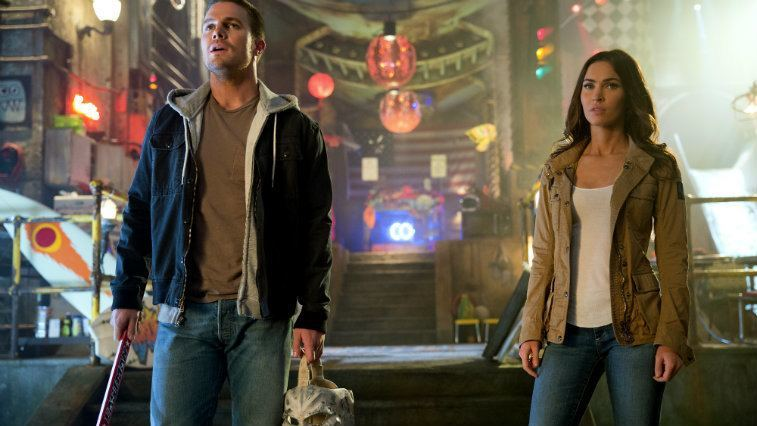 Stephen Amell and Megan Fox in Teenage Mutant Ninja Turtles Out of the Shadows