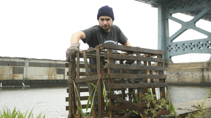 Charlie from <em>It's Always Sunny in Philadelphia</em> tries crab fishing, one of our unwanted high-paying jobs.