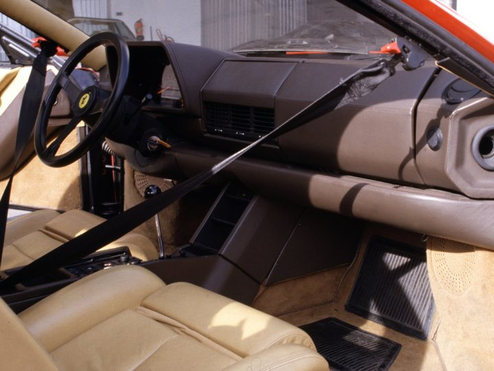 Ferrari Testarossa interior