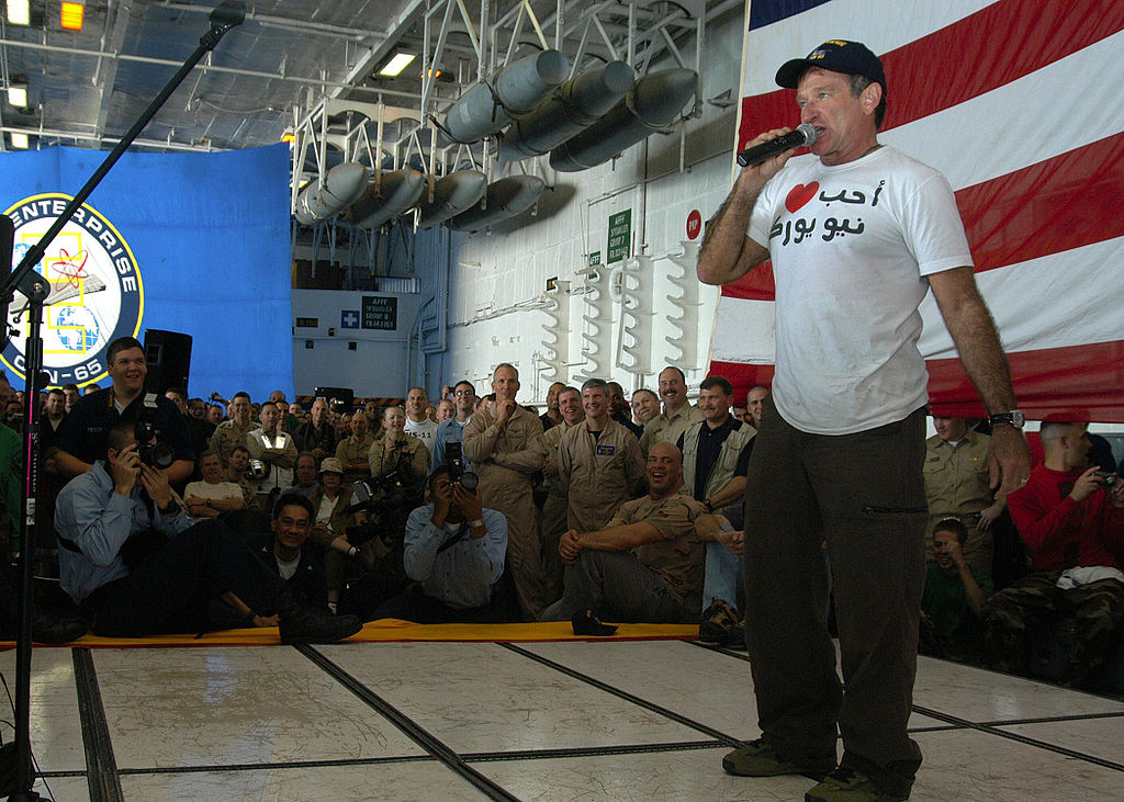 Robin William performs at a USO show