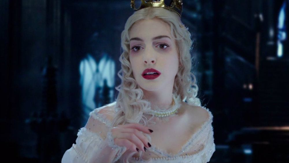 Anne Hathaway in Alice Through the Looking Glass