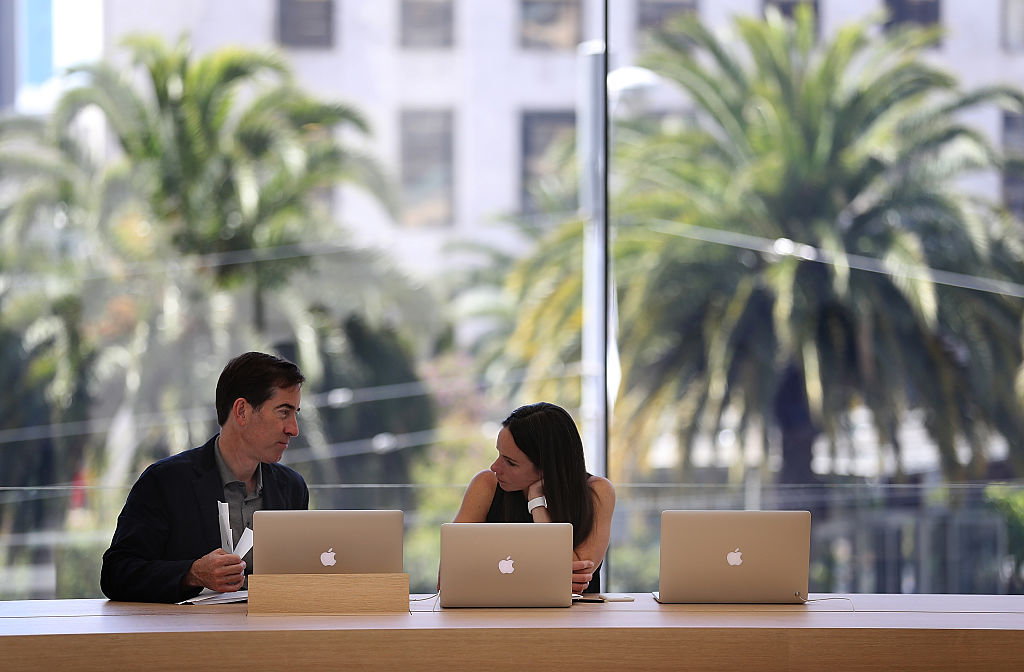 Apple Opens New Flagship Store