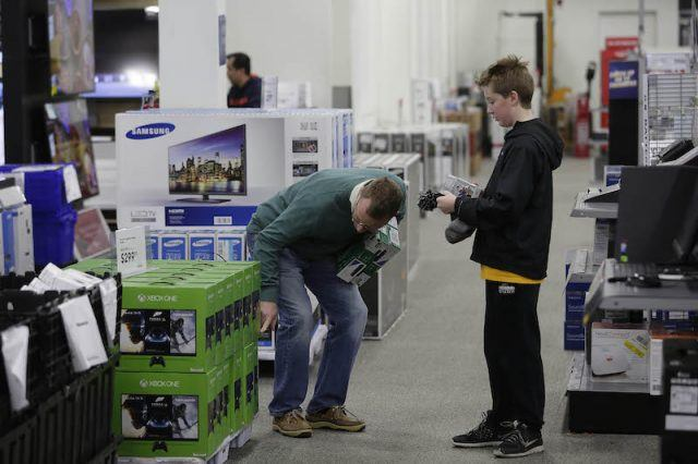 Customers shop for electronics and other items at a Best Buy on November 27, 2015 in Skokie, Illinois. Many retail business across the country offer deep discounts to consumers on Black Friday, the day after Thanksgiving, which starts the holiday shopping season.