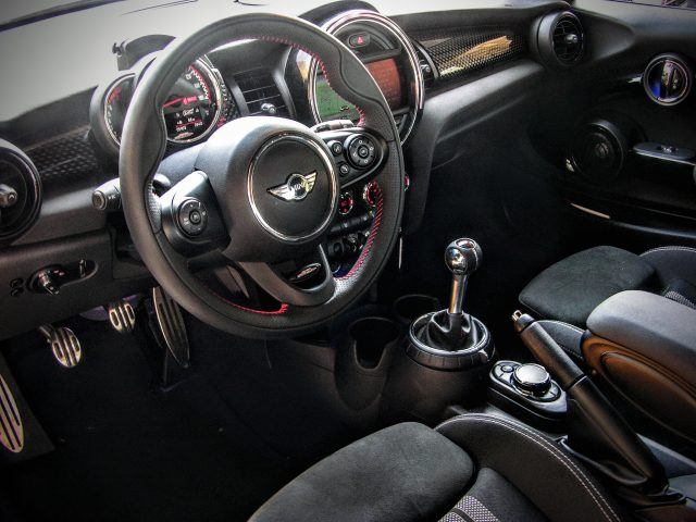 Mini Cooper Interior | Micah Wright/Autos Cheat Sheet