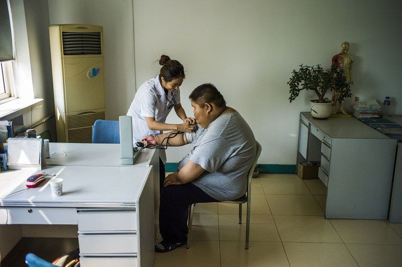 A nurse assess the risks of the causes of death for an overweight boy