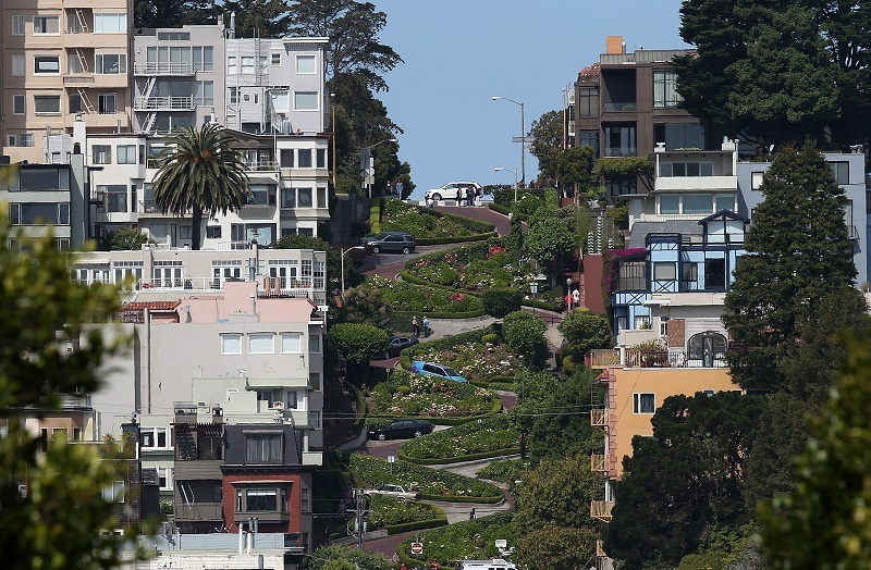 A view of Lombard Street n San Francisco, California