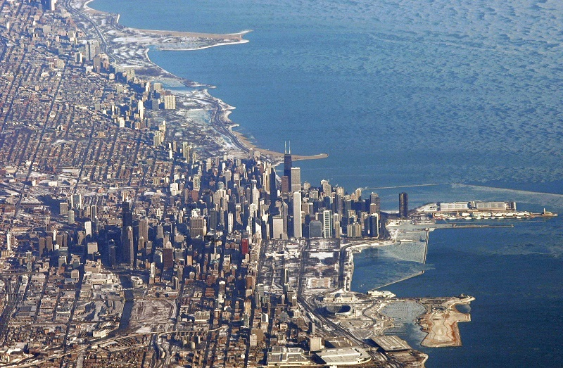 Downtown Chicago, including the Sears Tower, is seen from the air from Air Force One as US President George W. Bush flies from Andrews Air Force Base in Maryland to Los Angeles 30 January 2008. AFP PHOTO/Saul LOEB (Photo credit should read SAUL LOEB/AFP/Getty Images)