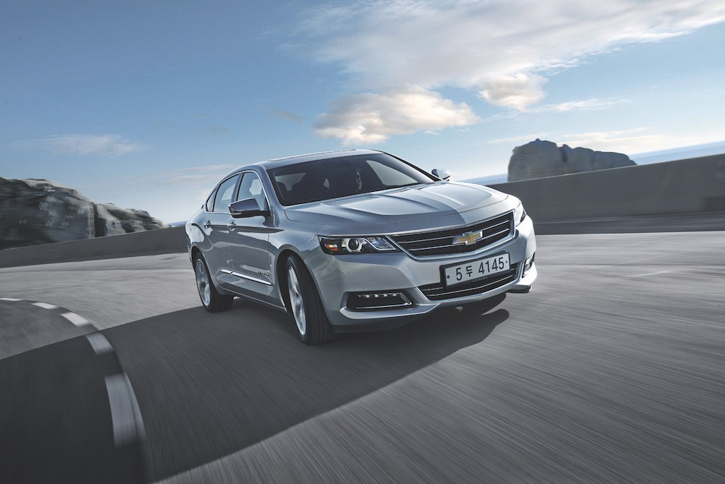The 2016 Chevrolet Impala in silver.