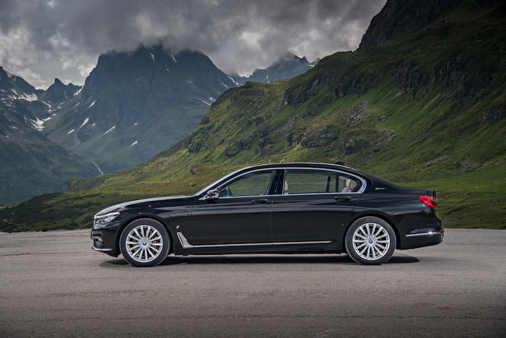 P90226931_highRes_bmw-740le-xdrive-ipe