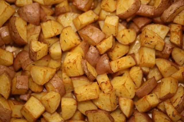Oven baked potatoes pieces