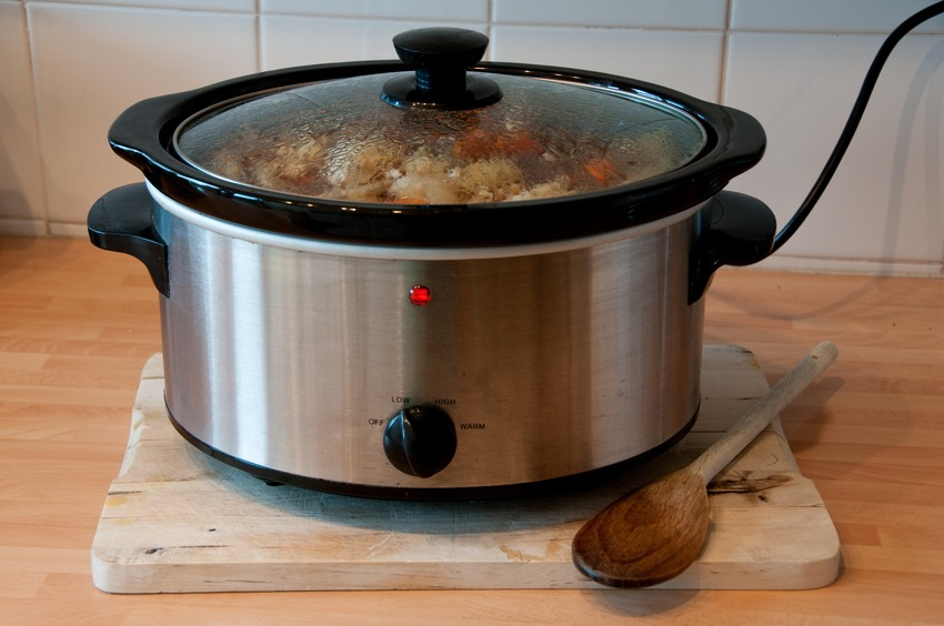 Slow cooker with chicken
