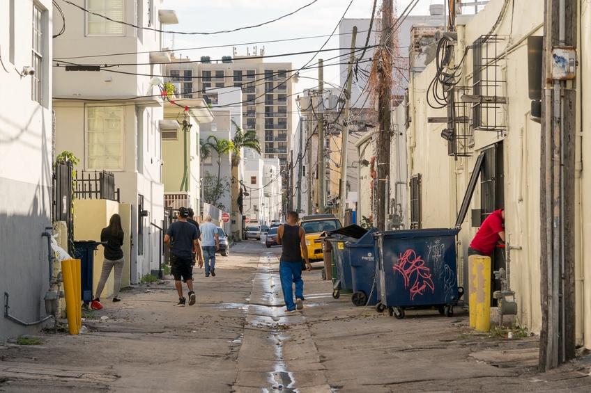 Streetscene Collins Court in Miami Beach