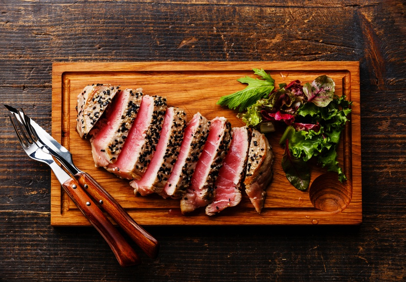 Grilled Tuna steak in sesame and Green salad