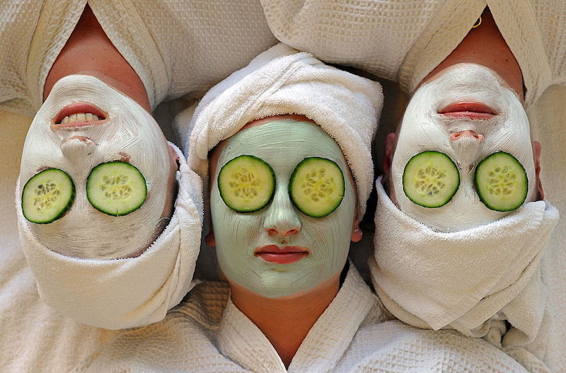 Women undergo facial beauty treatments at the spa on Daydream Island in the Whitsundays archipelago off Queensland on July 12, 2010. Australians are escaping the unusually cold and wet winter in the south of the country to holiday on tropical islands off the eastern seaboard. AFP PHOTO / Torsten BLACKWOOD