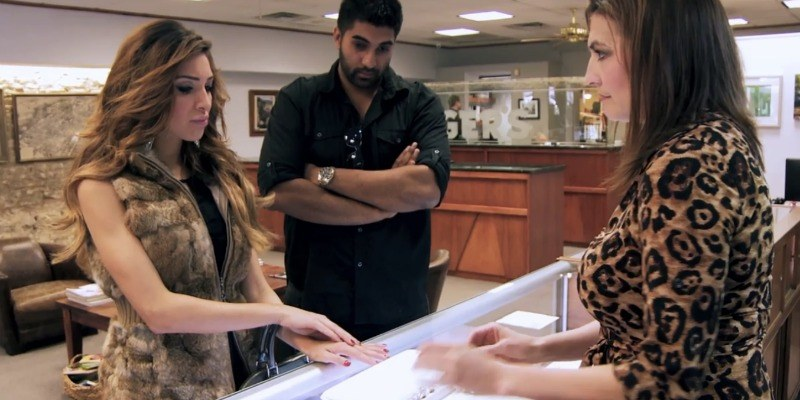 Farrah Abraham is trying on an engagement ring.