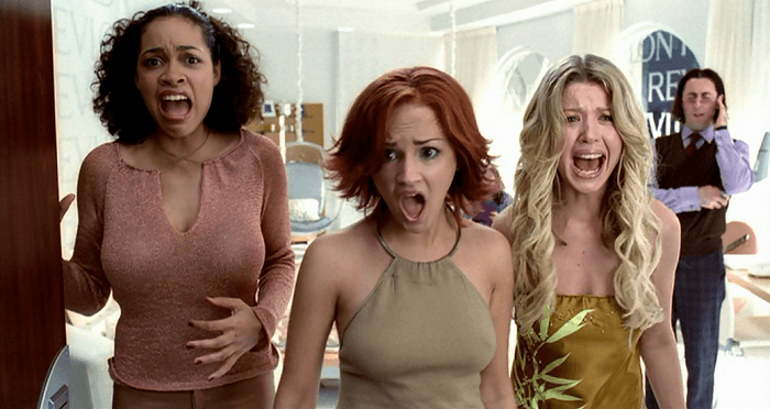 Rosario Dawson, Rachael Leigh Cook, and Tara Reid screaming in Josie and the Pussycats