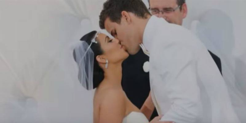 Kris Humphries is kissing Kim Kardashian at their wedding in Keeping Up With the Kardashians.