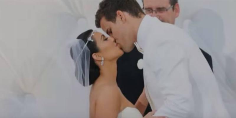 Kris Humphries is kissing Kim Kardashian at their wedding in Keeping Up With the Kardashians.
