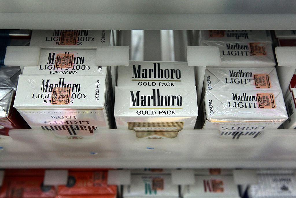 pack of marlboro cigarettes