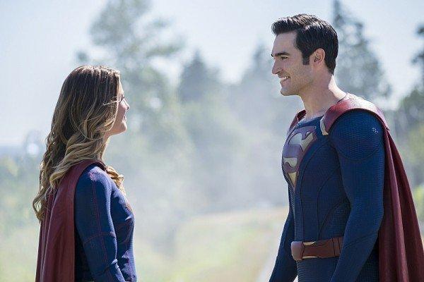 Superman on Supergirl Season 2   The CW
