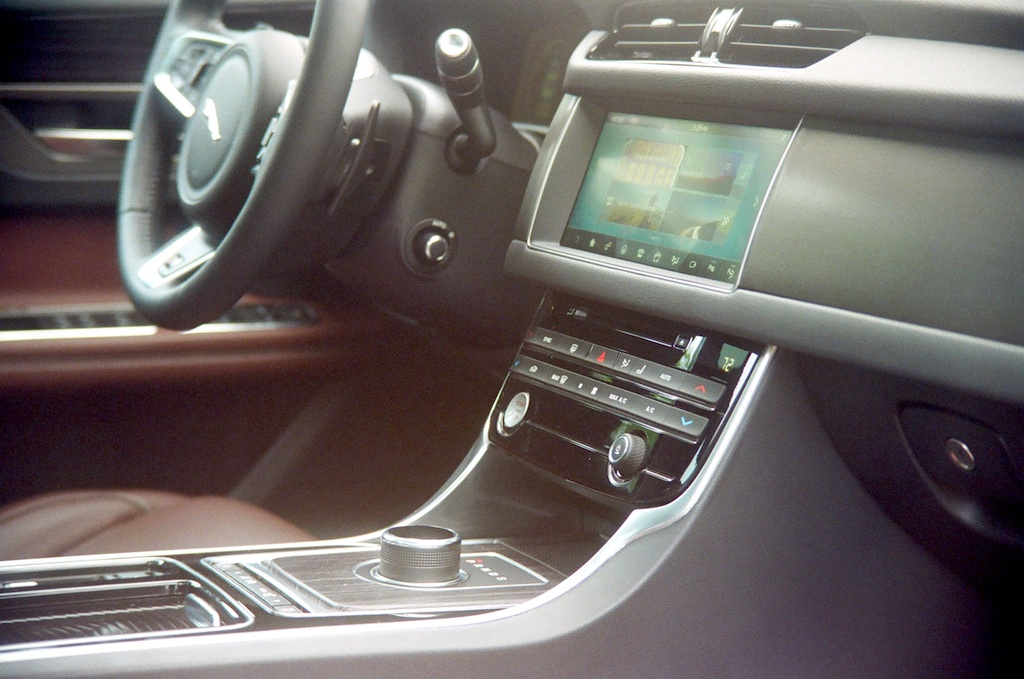 2017 Jaguar XF-S|| James Derek Sapienza/Autos Cheat Sheet