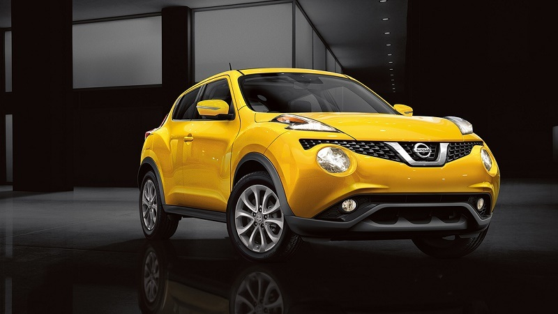 Front- three-quarter view from passenger side of yellow 2017 Nissan Juke