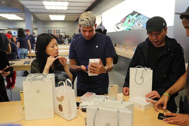 People buy the new iPhones at an Apple store
