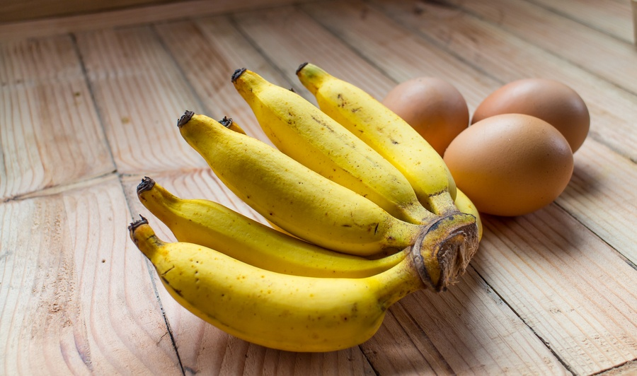 Banana fruit and egg