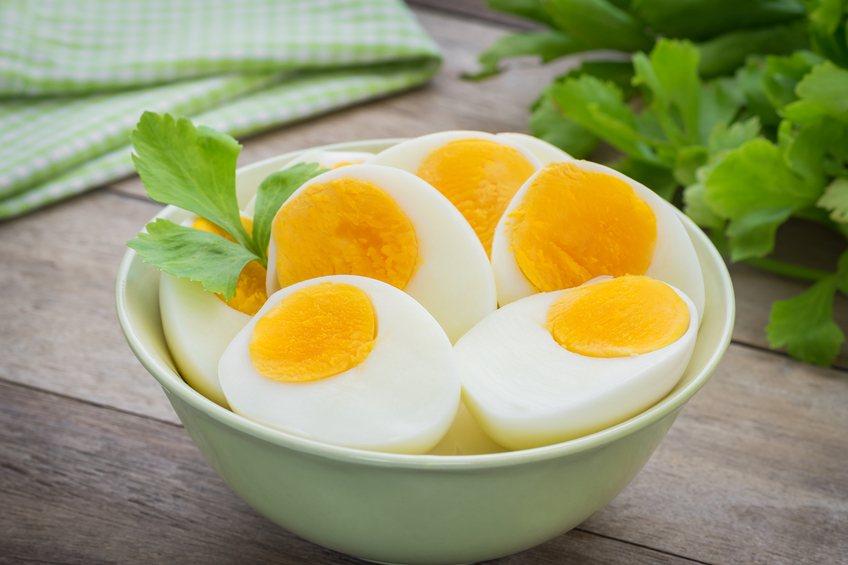Boiled eggs in bowl