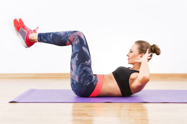 woman doing reverse crunch at gym