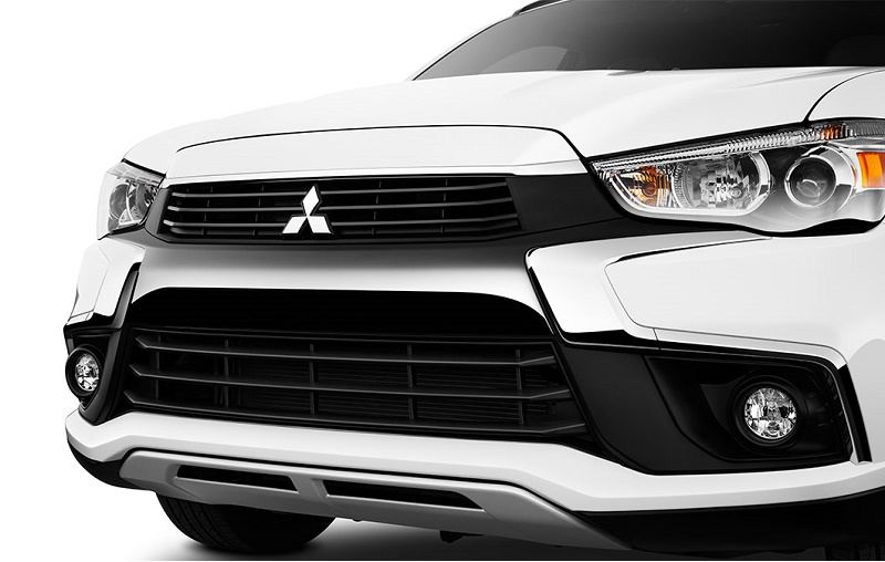 Close-up view of white 2016 Outlander Sport grille