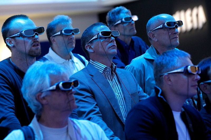 Consumers test out 3-D television, a product failure