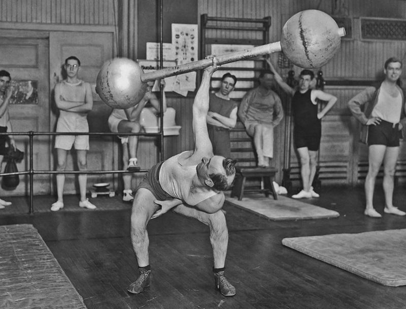 One-handed dumbbell lift