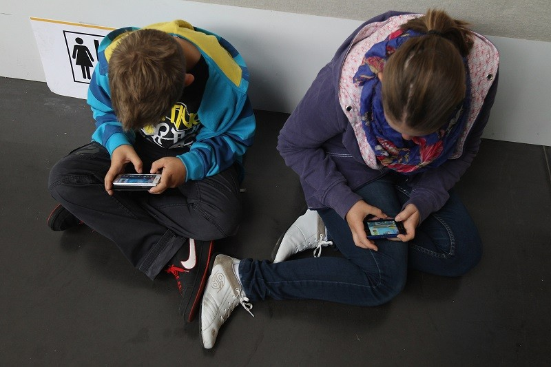 Children use smartphones to access the internet